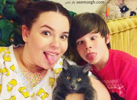تس در کنار پسر 10 ساله اش