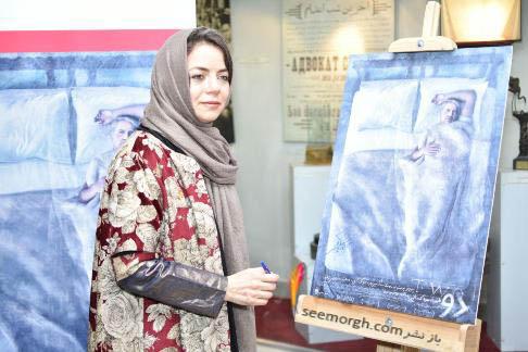 مهتاب نصیرپور و امضای پوستر فیلم