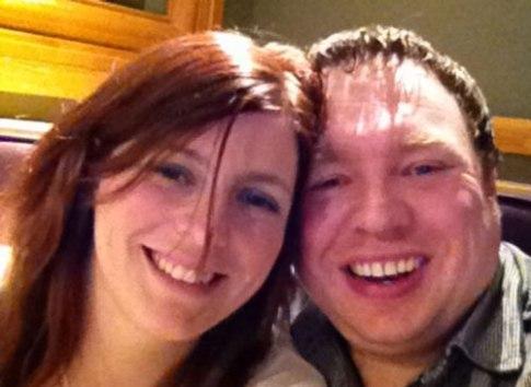خانم ریچاردز در کنار نامزدش