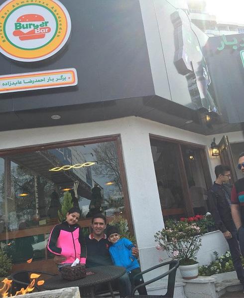 عکس احمدرضا عابدزاده در رستورانش