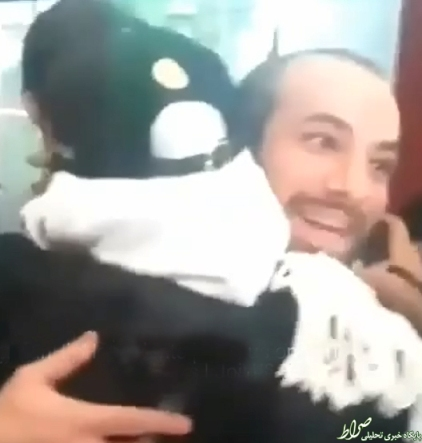 دختری که امیر تتلو را در آغوش می کشد 2