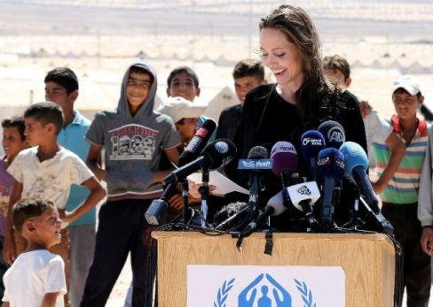 آنجلینا جولی در کنار پناهجویان سوری