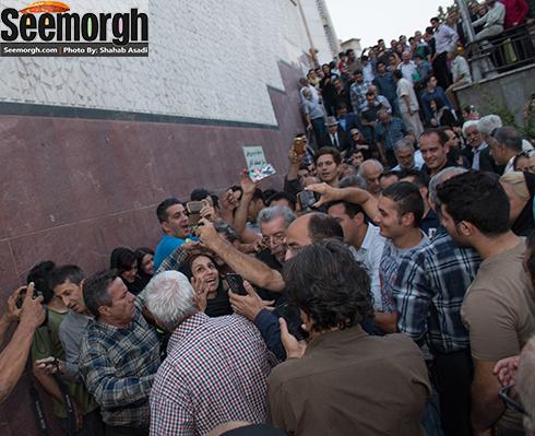 هجوم مردم برای گفتن عکس با بهمن مفید