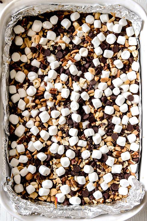 مرحله چهارم درست کردن شکلات کارملی آجیلی