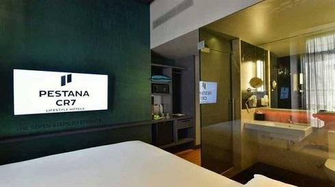 عکس افتتاح دومین هتل کریس رونالدو