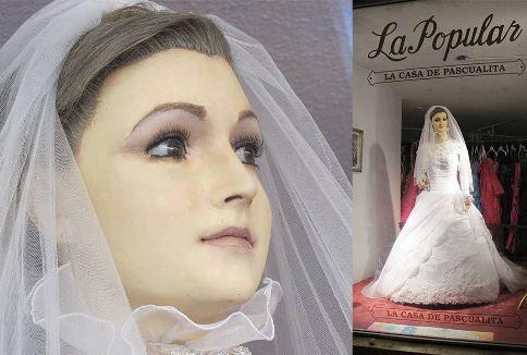 مانکنی با لباس عروس