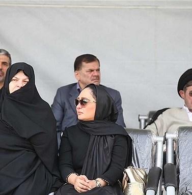 عکس الهام حمیدی در تشییع پیکر همسر شهید بابایی