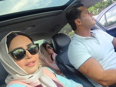 سلفی الناز شاکردوست با برادر و خواهرش در اتومبیل شان!