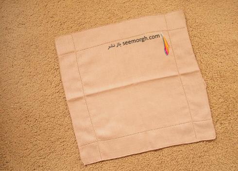 مرحله اول تزیین دستمال سفره به شکل زیربشقابی