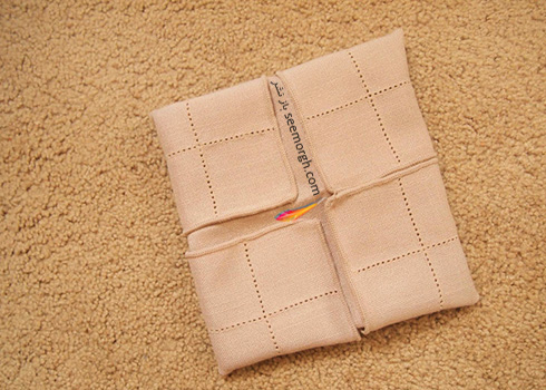 مرحله پنجم تزیین دستمال سفره به شکل زیربشقابی