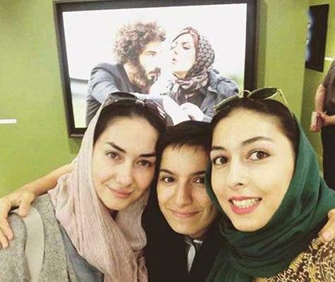 هانیه توسلی در کنار نوشین جعفری و خواهر توسلی