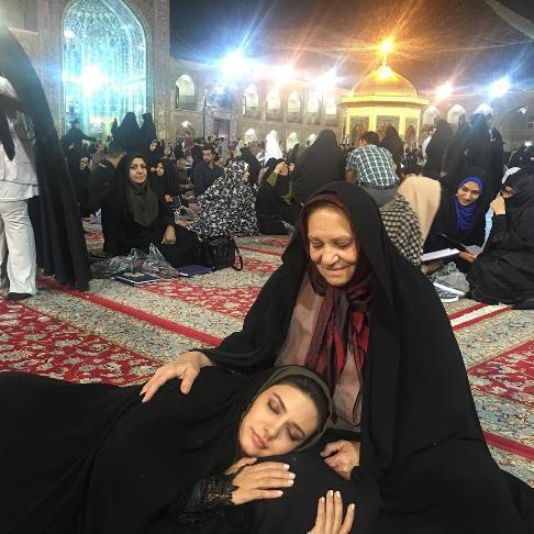 خواب لیندا کیانی در حرم امام رضا (ع)