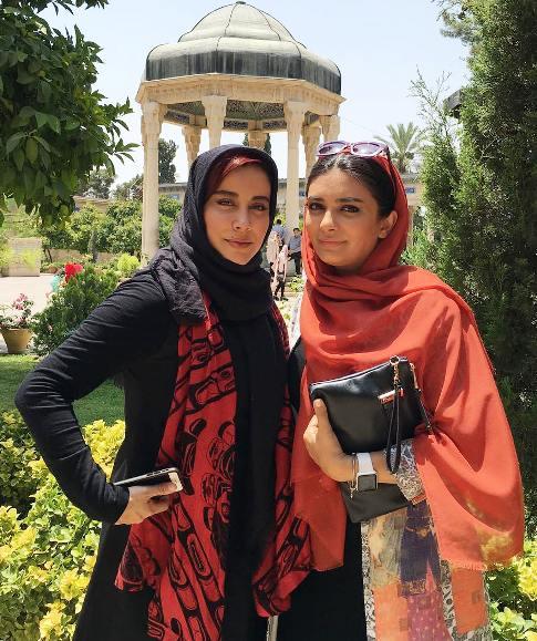 لیندا کیانی و آشا محرابی در حافظیه شیراز