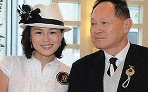 میلیاردر چینی در کنار دخترش