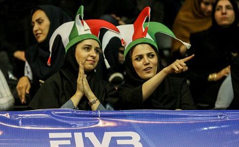 عکس زنان ایرانی در ورزشگاه آزادی