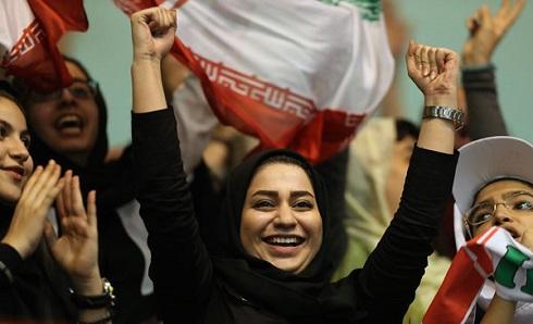 عکس حضور زنان ایرانی در ورزشگاه آزادی