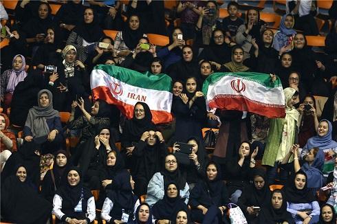 زنان ایرانی در ورزشگاه آزادی