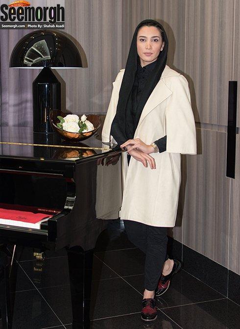 مدل مانتو نیکی کریمی در اکران خصوصی نیمه شب اتفاق افتاد