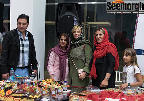عکس یادگاری نیوشا ضیغمی و طرفدارانش