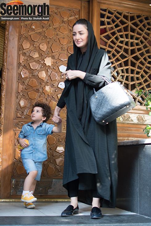 شیلا خداداد و پسرش در ختم مادر پژمان جمشیدی