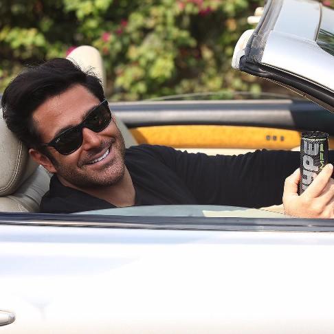 محمدرضا گلزار در اتومبیل گرانقیمتش درحال تبلیغ هایپ ! عکس