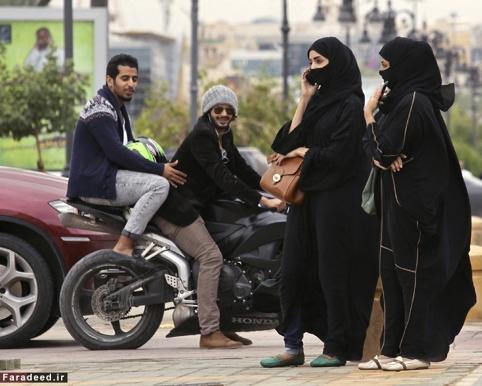 مزاحمت برای دختران جوان باوجود داشتن حجاب کامل