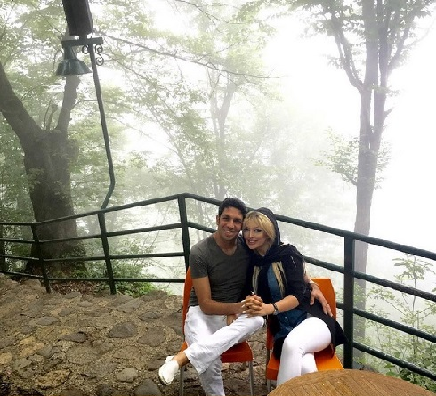 عکس سپهر حیدری و همسرش در بام رامسر