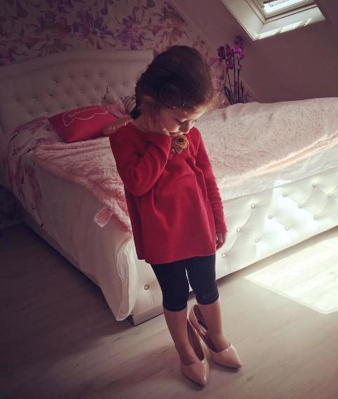 پناه دختر شاهرخ استخری