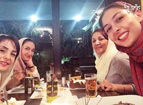 جشن تولد مادر هانیه توسلی در کنار دخترانش