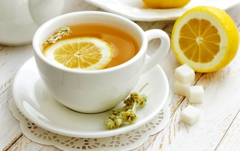 چای لیمو بهترین درمان برای نفخ شکم تان است!