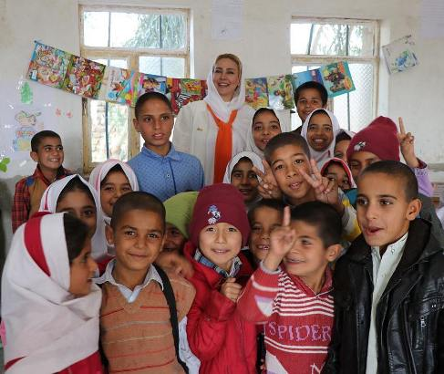 آنا نعمتی در مدرسه ای در شهر زابل 1