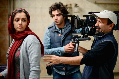 کیهان از فلسفه غربی ها برای بی تفاوتی شخصیت فیلم فروشنده نسبت به تجاوز نوشت