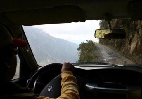 جاده چشم نوازی که به جاده مرگ معروف است و شما را به کشتن می دهد