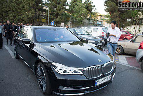 مهران مدیری در اتومبیل گرانقیمتش