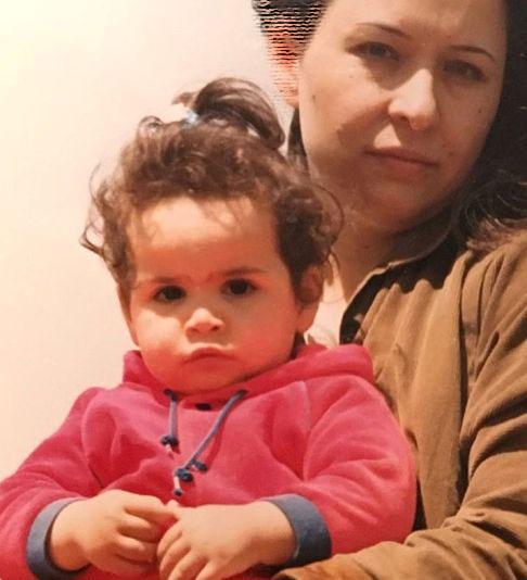 عکس جالب ملیکا شریفی نیا از کودکی اش در کنار مادرش آزیتا حاجیان