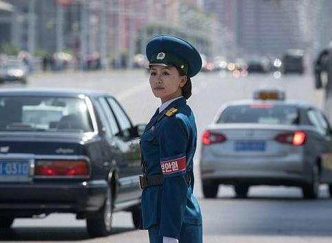 دختران پلیس راهنمایی و رانندگی در کره شمالی 2