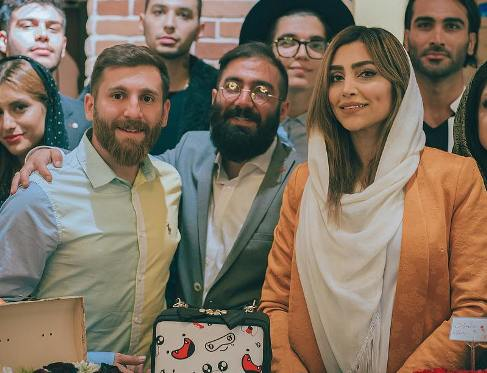رضا پرستش در کنار  الهام عرب