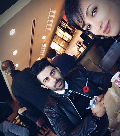 روناک یونسی و همسرش در رستوران