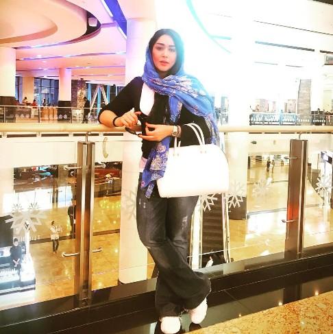 سارا منجزی در خارج از ایران