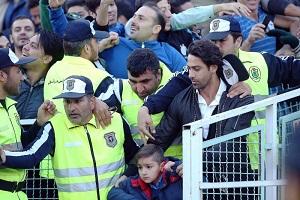 سلفی فرهاد مجیدی در کنار پسرش در هواپیما + عکس