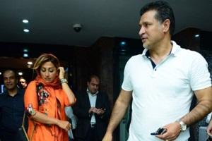 علی دایی و همسرش در محاصره هواداران + عکس