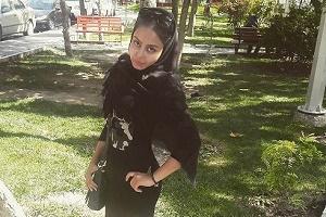 دختر پرسپولیسی در ورزشگاه آزادی دربی را از نزدیک تماشا کرد + عکس