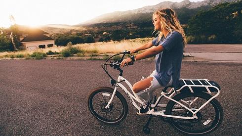 دوچرخه سواری در فضای باز و استفاده از زیبایی بی نظیر فضای باز