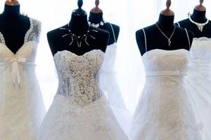 102705 کدام لباس عروس به من بیشتر می آید ؟
