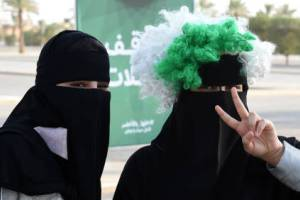 ورود زنان عربستانی به استادیوم ورزشی برای نخستین بار! عکس
