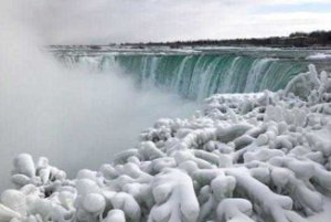 یخ زدن آبشار نیاگارا بخاطر شدت سرما! عکس