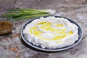 پنیر لبنه چه نوع پنیری است و چه خواصی دارد؟