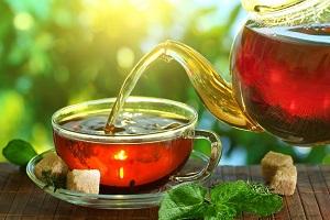 خطرات نوشیدن چای کهنه دم و چای پررنگ