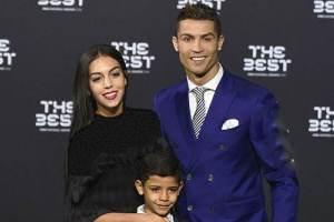عکس: رونالدو در کنار همسر و 4 فرزندش در شب کریسمس
