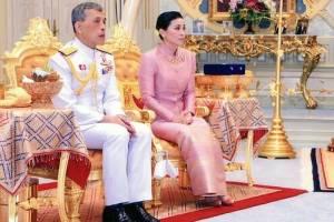 عکس های عجیب از ازدواج پادشاه تایلند با رئیس گارد محافظانش